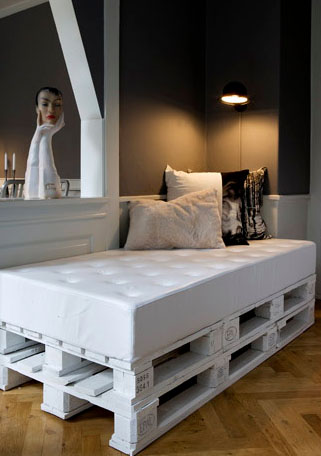 Henry room pallet bed double high