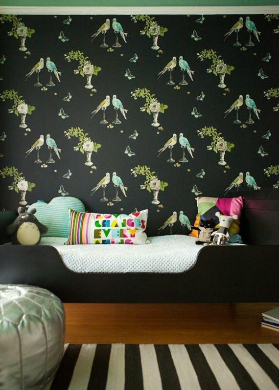 Girls-bedroom-nina-campbell-perroquet-wallpaper