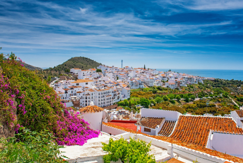 Gleaming-in-the-sunshine-houses-in-Frigiliana-Spain