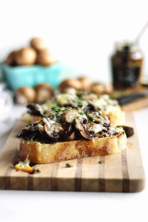 Mushroom-toast-with-mustard-web1